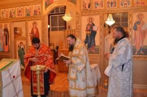 cons_Molitva-pered-vneseniem-v-altar-chastitsyi-sv.-moshhey-i-antiminsa